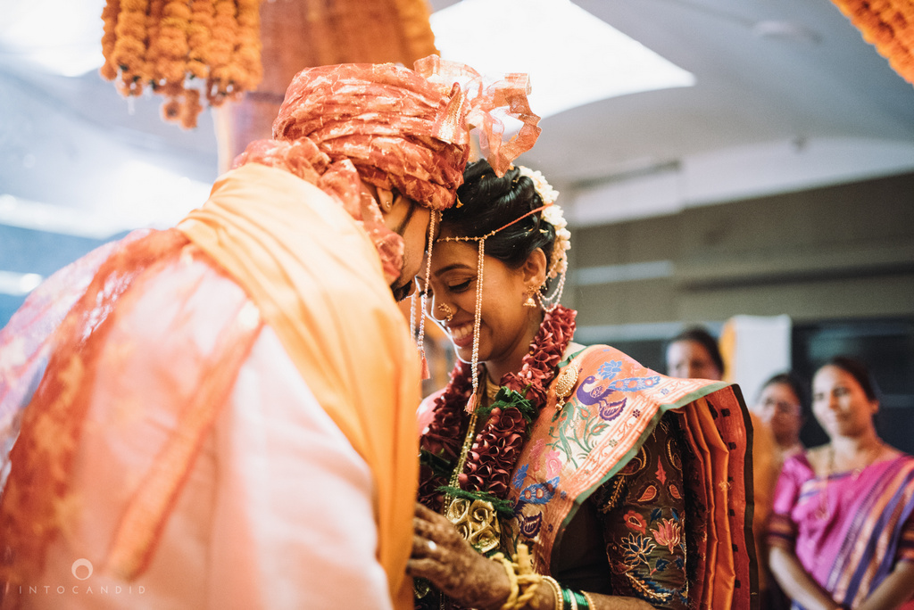 mumbai_marathi_wedding_photographer_intocandid_photography_ketan_manasvi_117.jpg