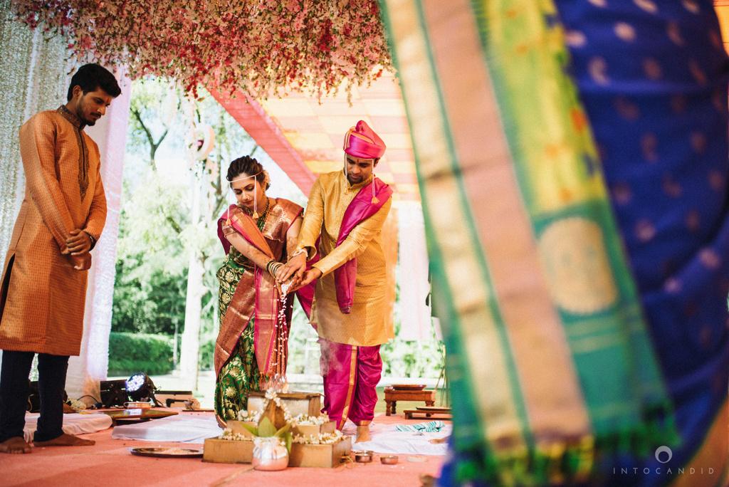 pune_wedding_photographer_intocandid_wedding_photography_ketan_photographer_manasvi_photographer_27.jpg