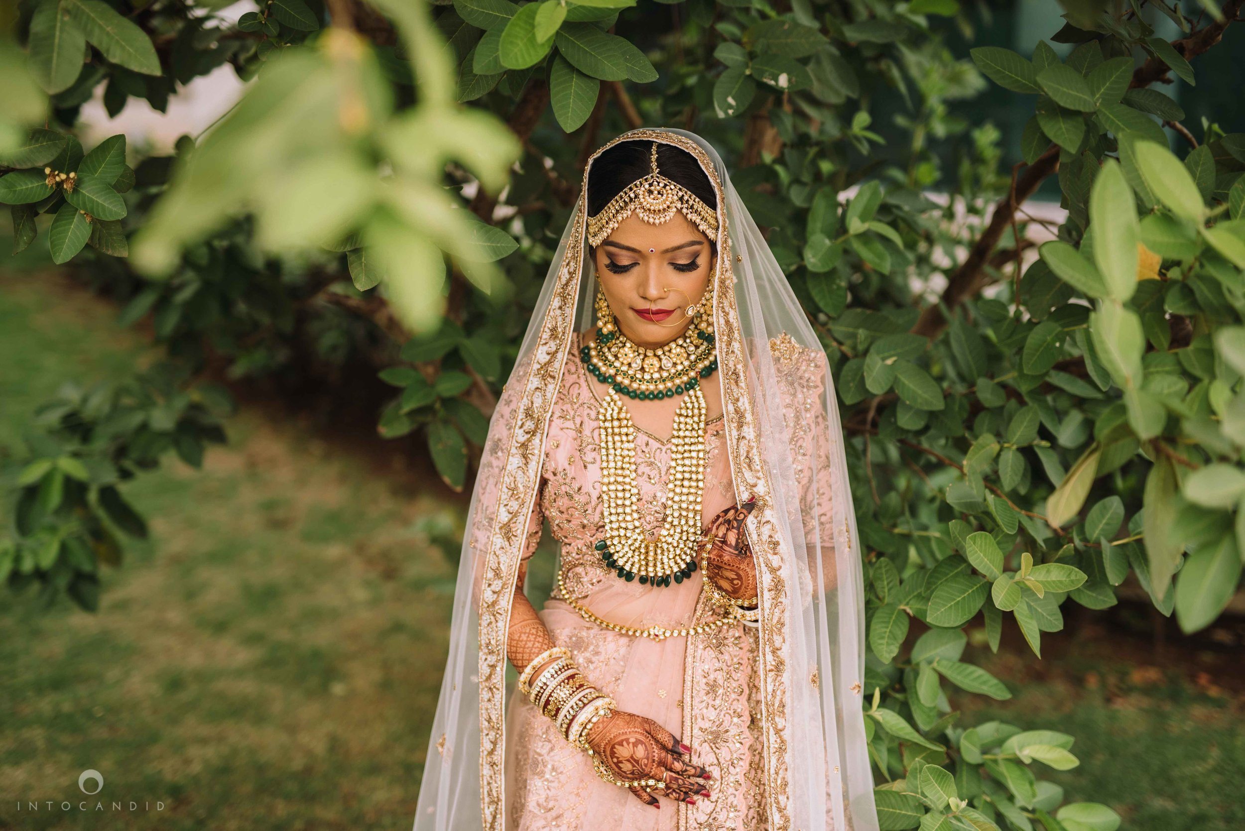 Candid_wedding_photographer_in_mumbai_21.JPG