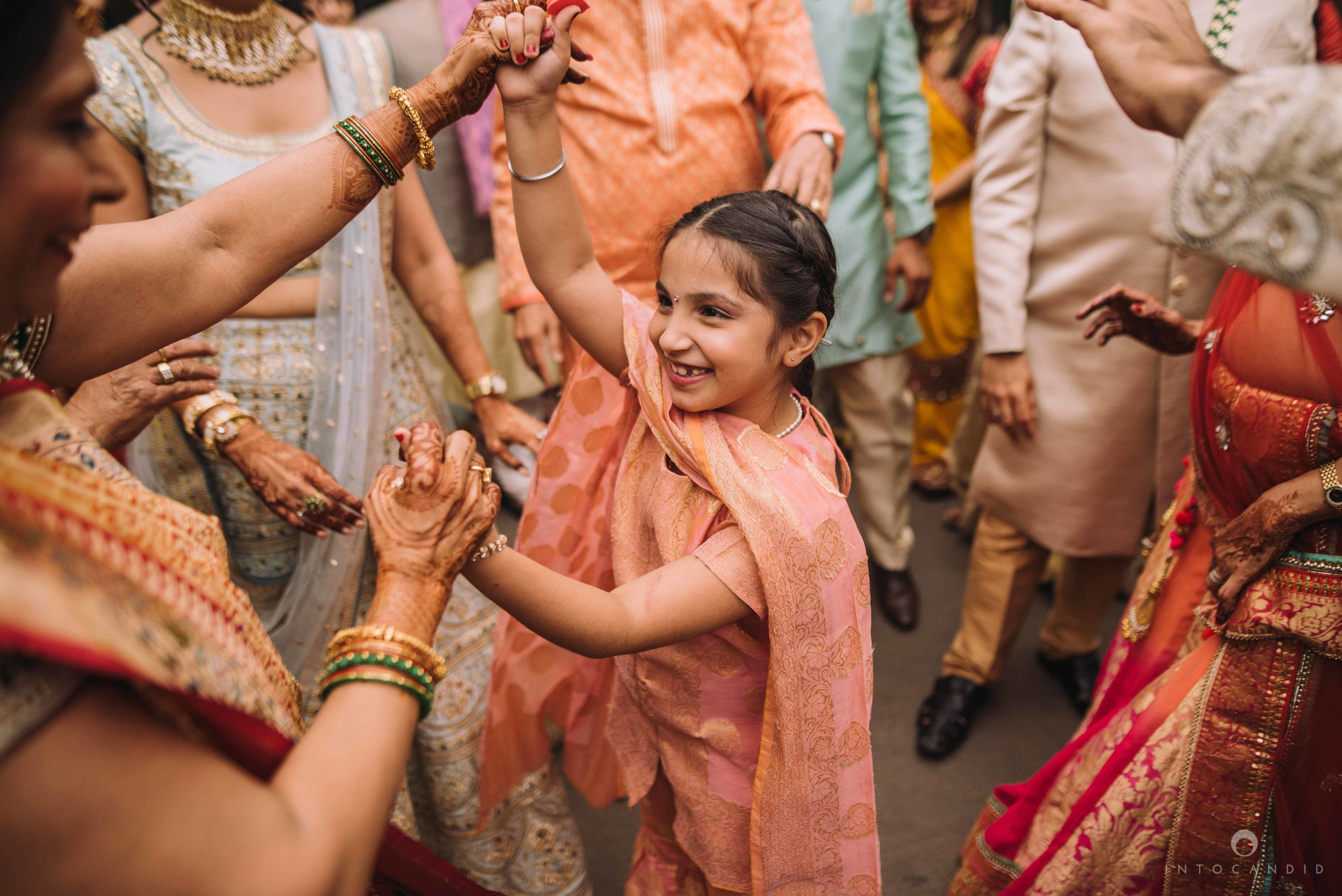 Candid_wedding_photographer_in_mumbai_28.JPG