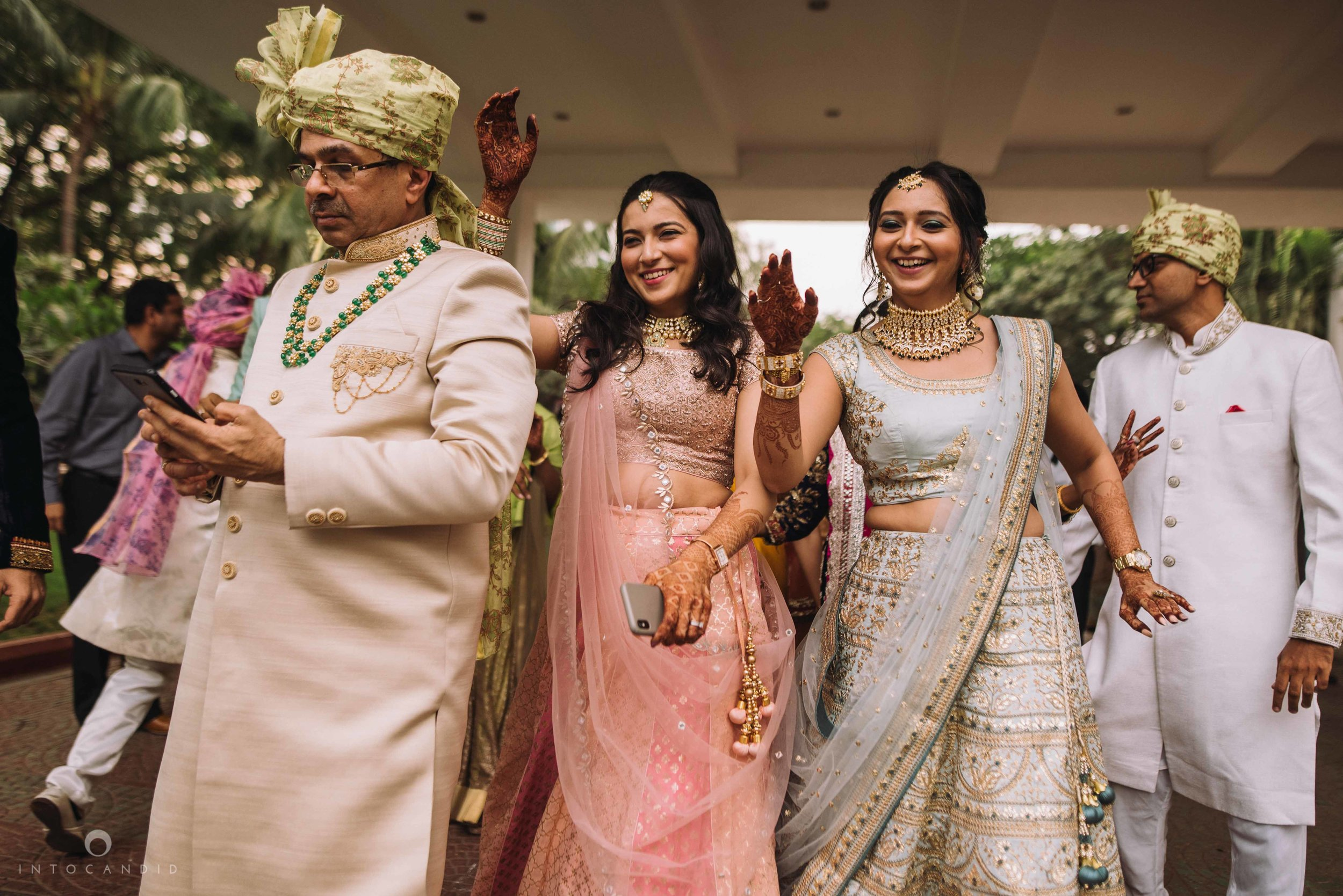Candid_wedding_photographer_in_mumbai_29.JPG