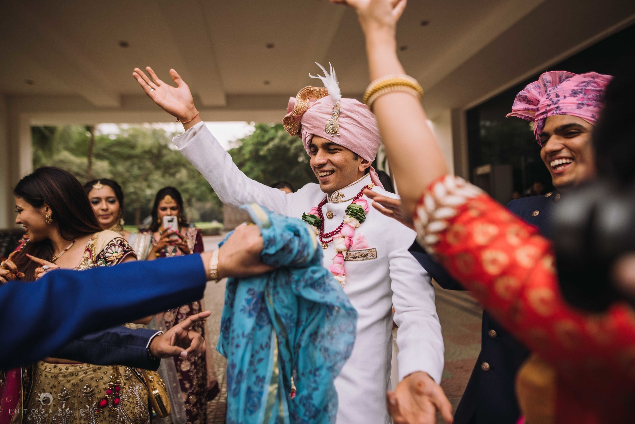 Candid_wedding_photographer_in_mumbai_30.JPG