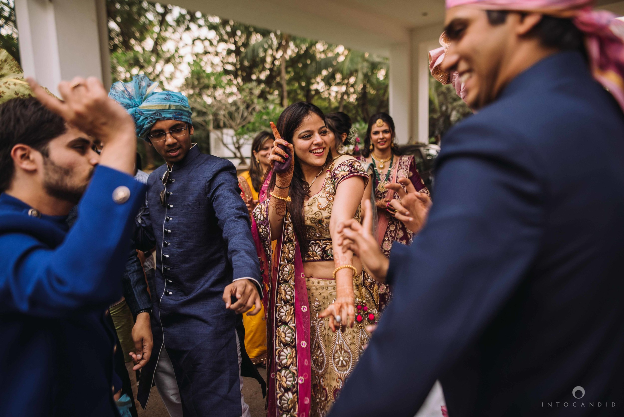 Candid_wedding_photographer_in_mumbai_31.JPG