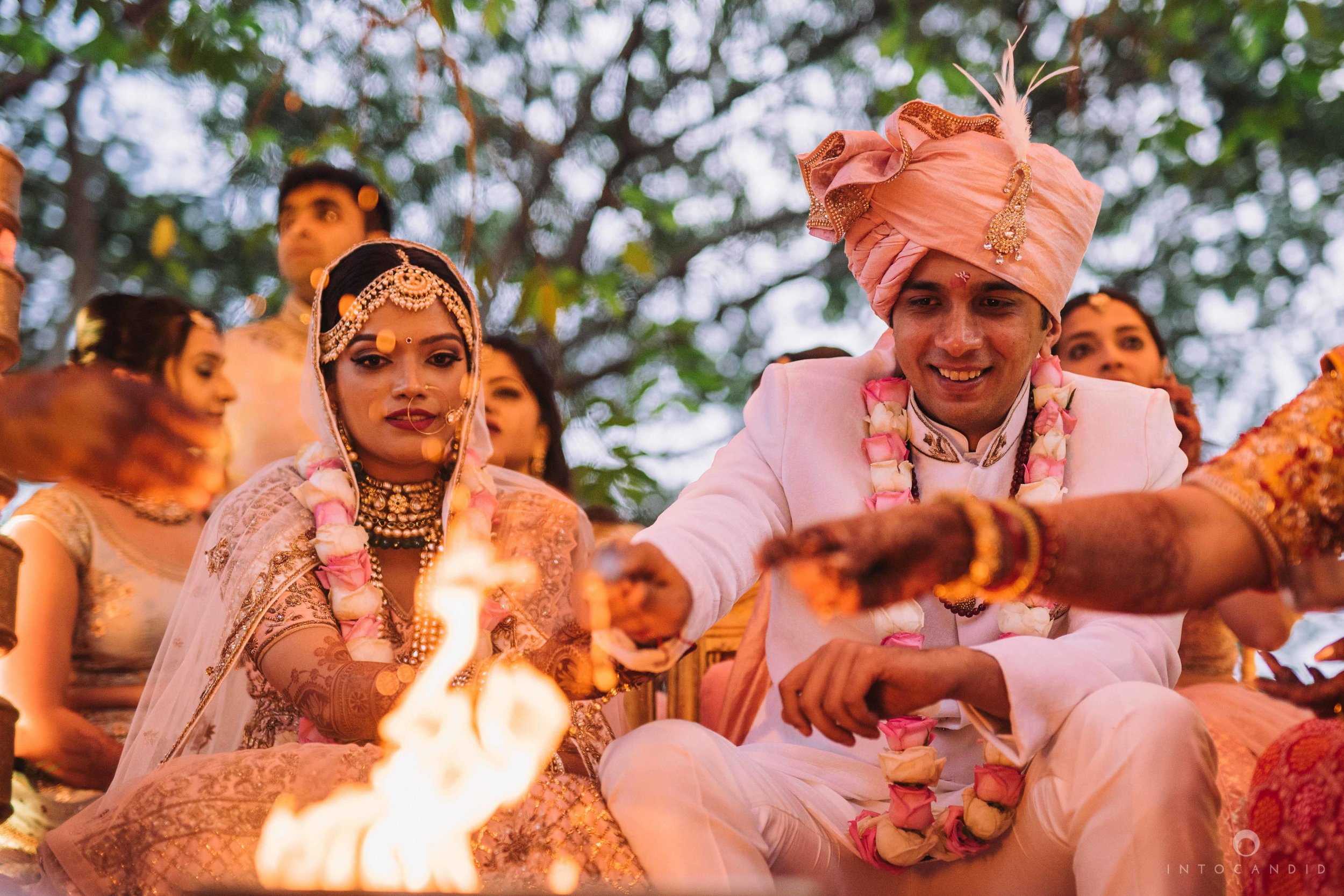 Candid_wedding_photographer_in_mumbai_47.JPG