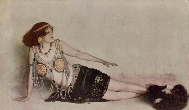 2_G_Hoffman_Salome_ca_1908.jpg