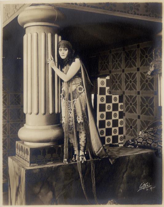 2_Theda Bara Salome 1918.jpg