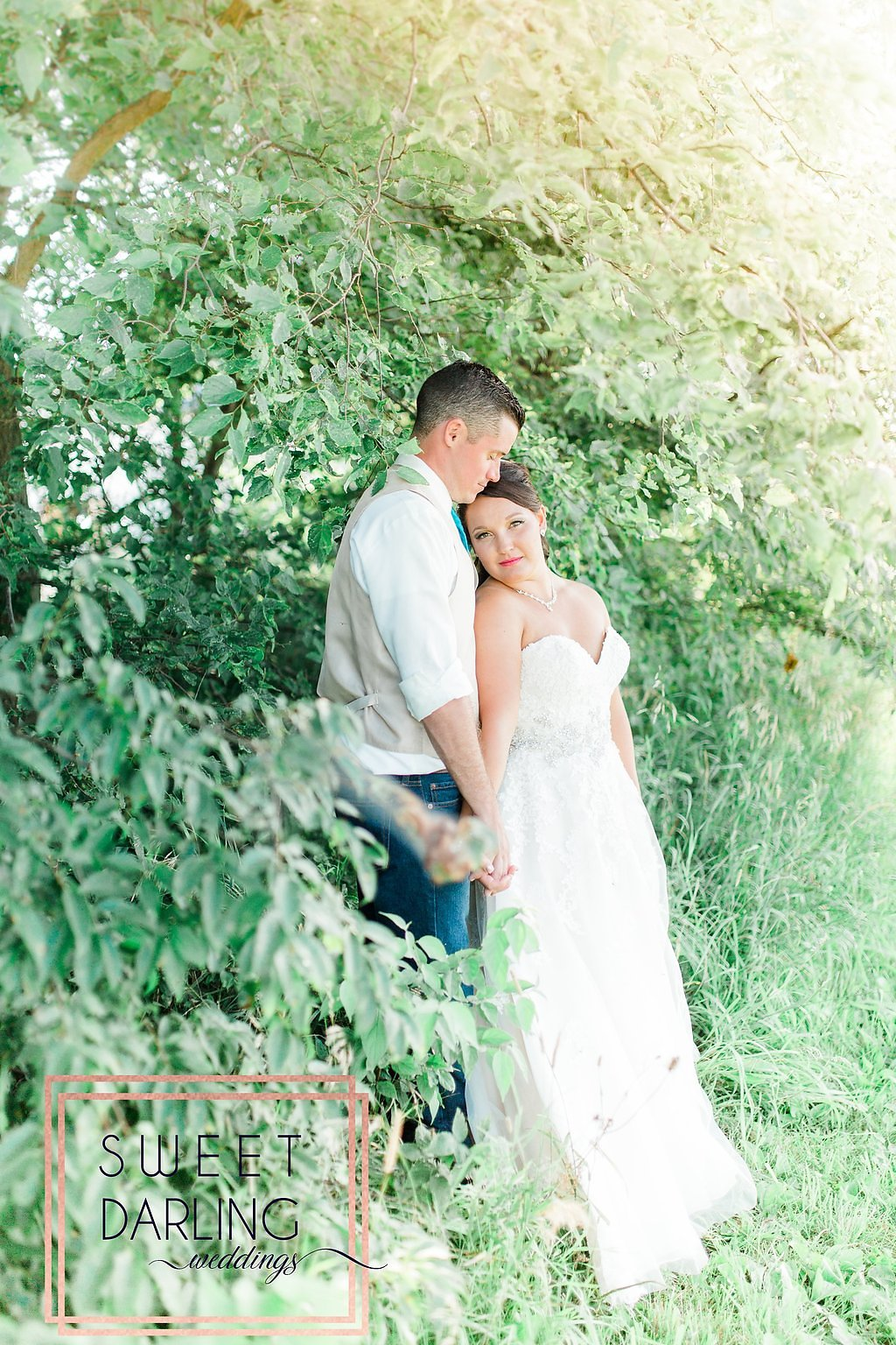 wedding-barn-farm-horses-sparkler-exit-paxton-il-champaign-wedding-photographer-darling-sweet_0266