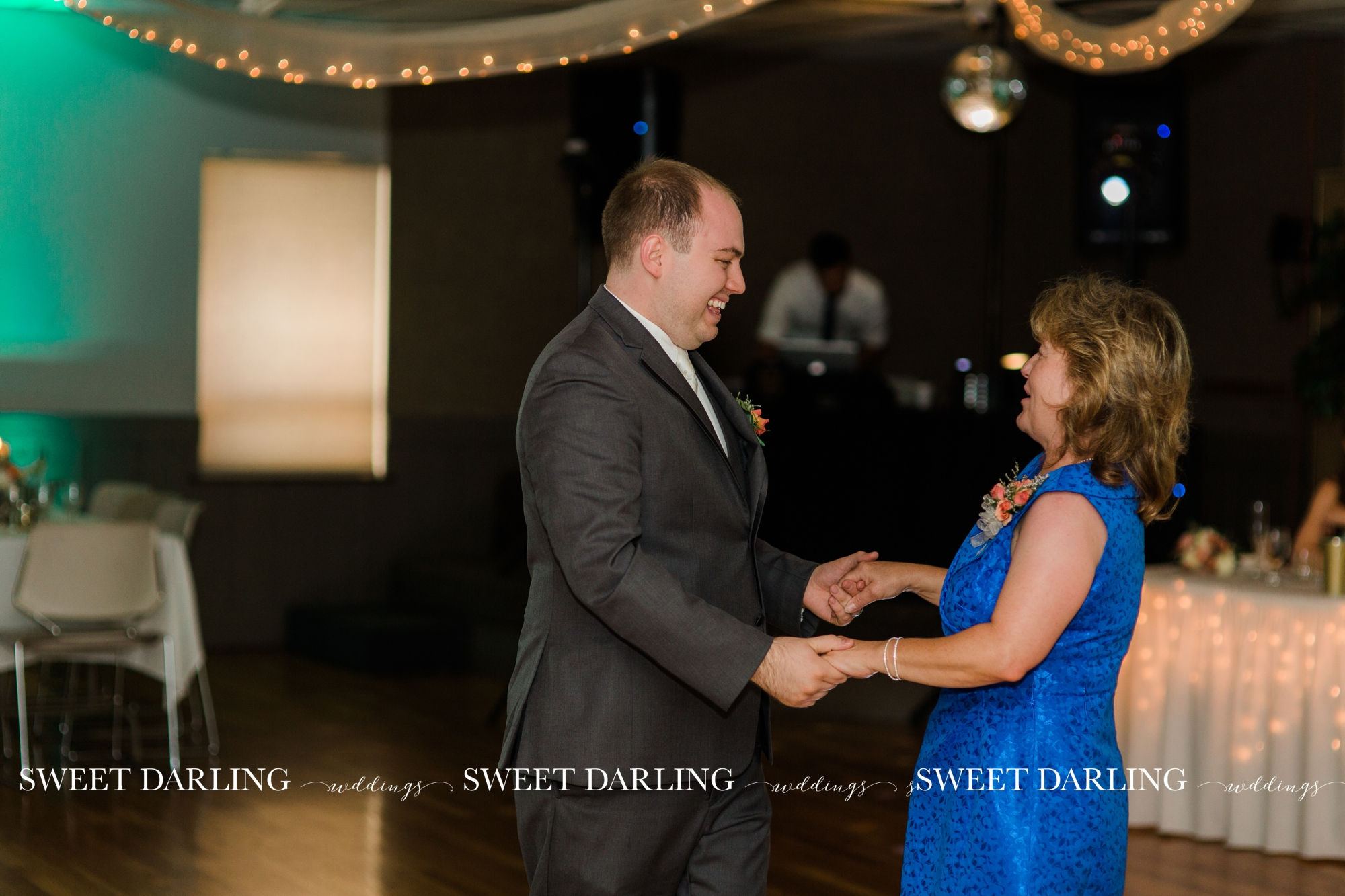 Holy-Cross-Catholic-Wedding-Photography-Champaign-County-IL-Sweet-Darling_1533.jpg