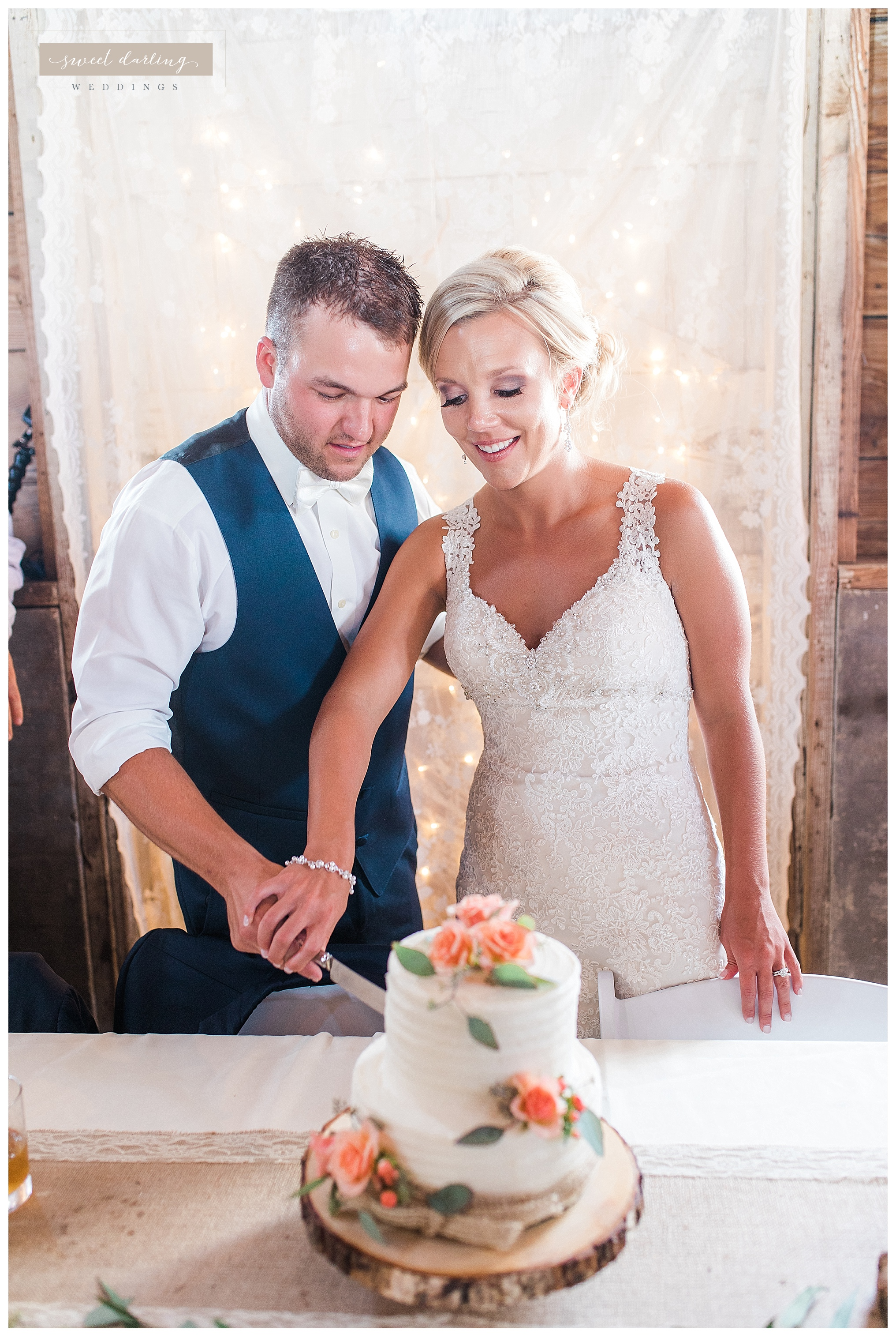 Paxton-illinois-engelbrecht-farmstead-romantic-wedding-photographer-sweet-darling-weddings_1228.jpg
