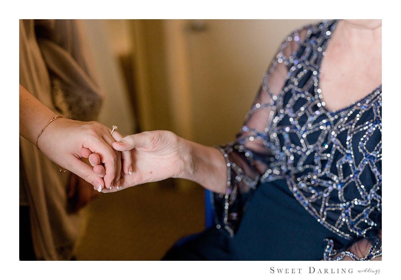 Bloomington-Normal-IL-Wedding-Photographer-eastland-suites-hotel_0015.jpg
