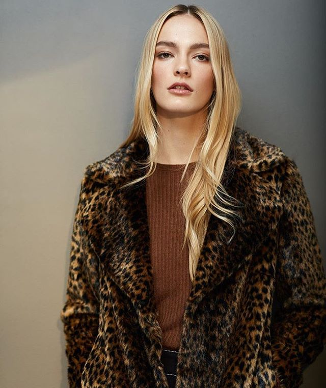 You like my fur? Gee thanks, just bought it. 💁♀️ Fall is officially here! Leopard, and cashmere and coats, oh my!!! It's truly the best season to shop. Who's ready to go wild? 🐾🙊♥️