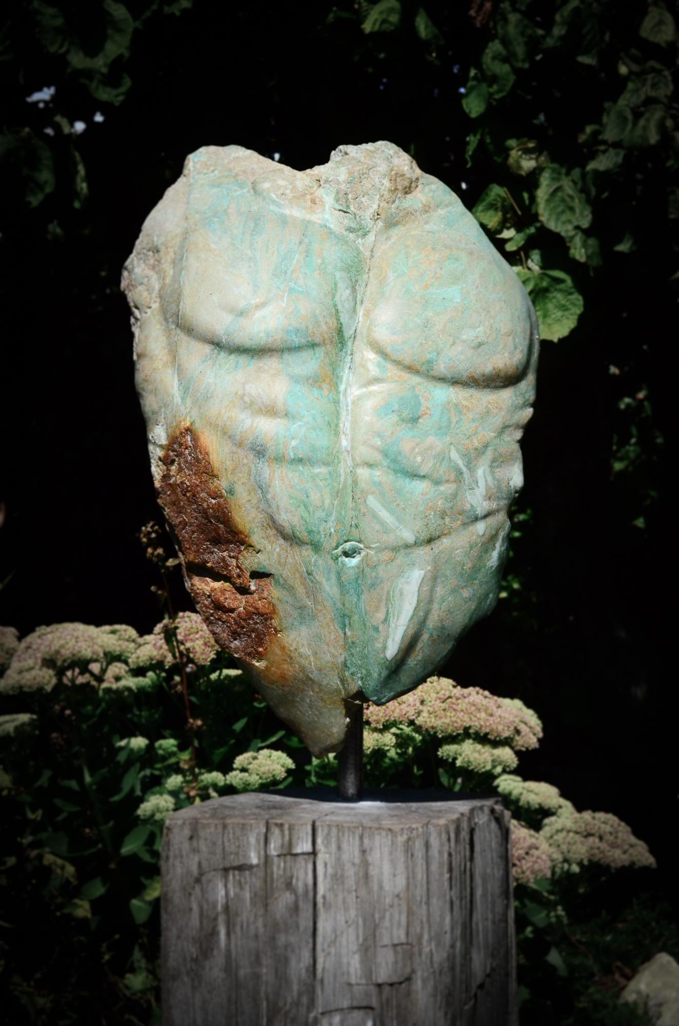 Titel: Strength, Mannenlijk torso. Gemaakt van Serpentein. Dit beeld is verkocht.