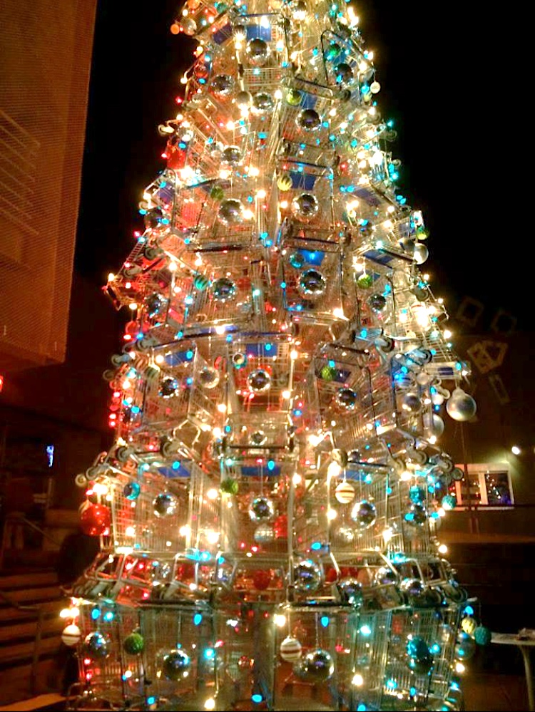 A tree made out of shopping carts....*SIGH*