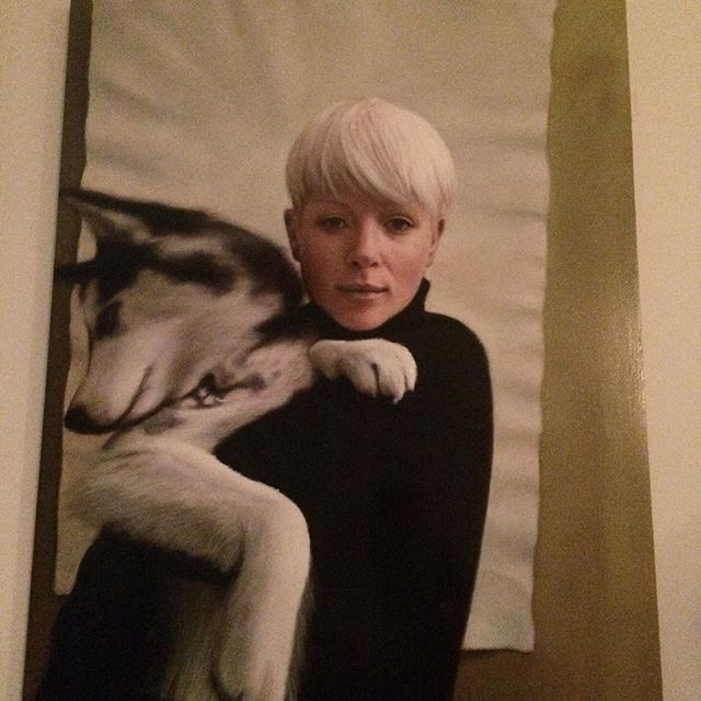 Can you believe it's a painting?!! Ultra talented hyper real painting #art #tbt #benashton #art SO ridiculously talented #friends #love #dogsofinstagram