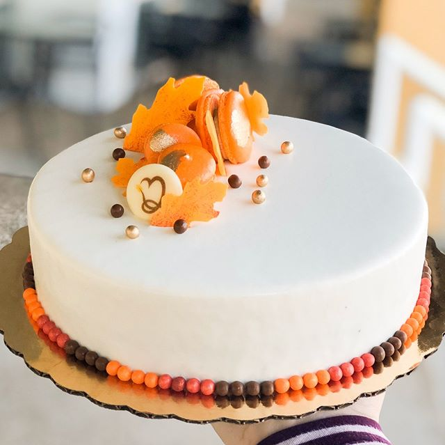 Fall is in the air 🍂⠀⠀⠀⠀⠀⠀⠀⠀⠀ ⠀⠀⠀⠀⠀⠀⠀⠀⠀ #entremet