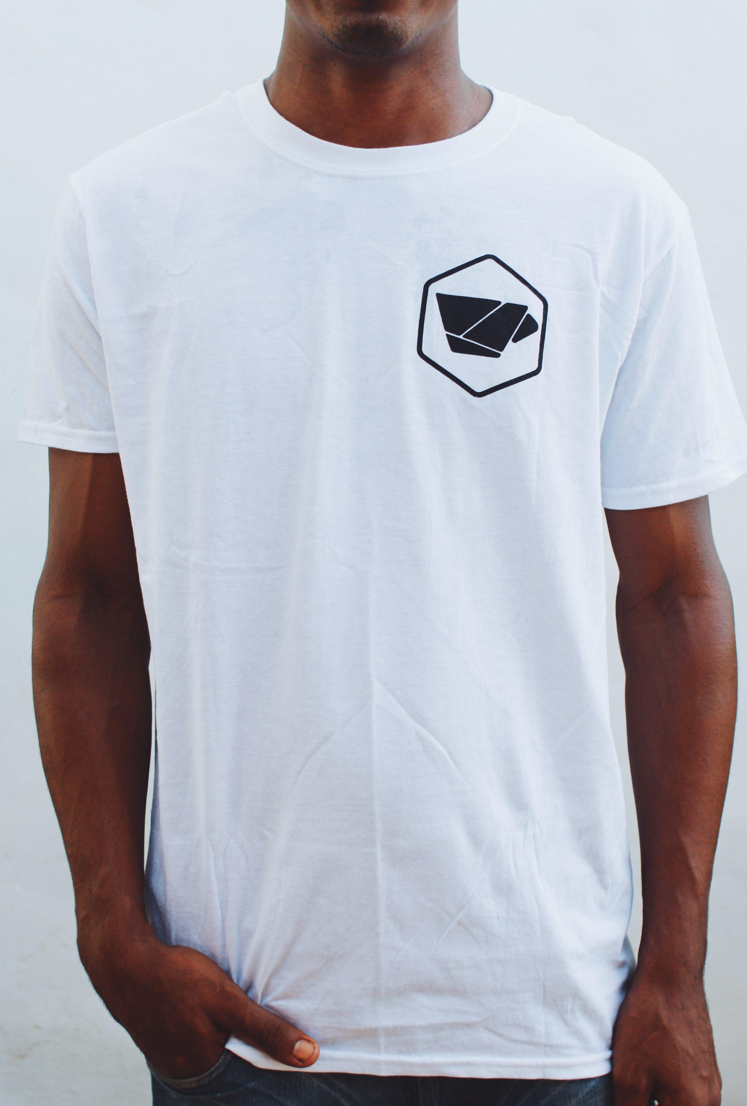 Vagamundo Shirt (White - ft. front side) *Size Large in photo $900rd / ~$20 usd