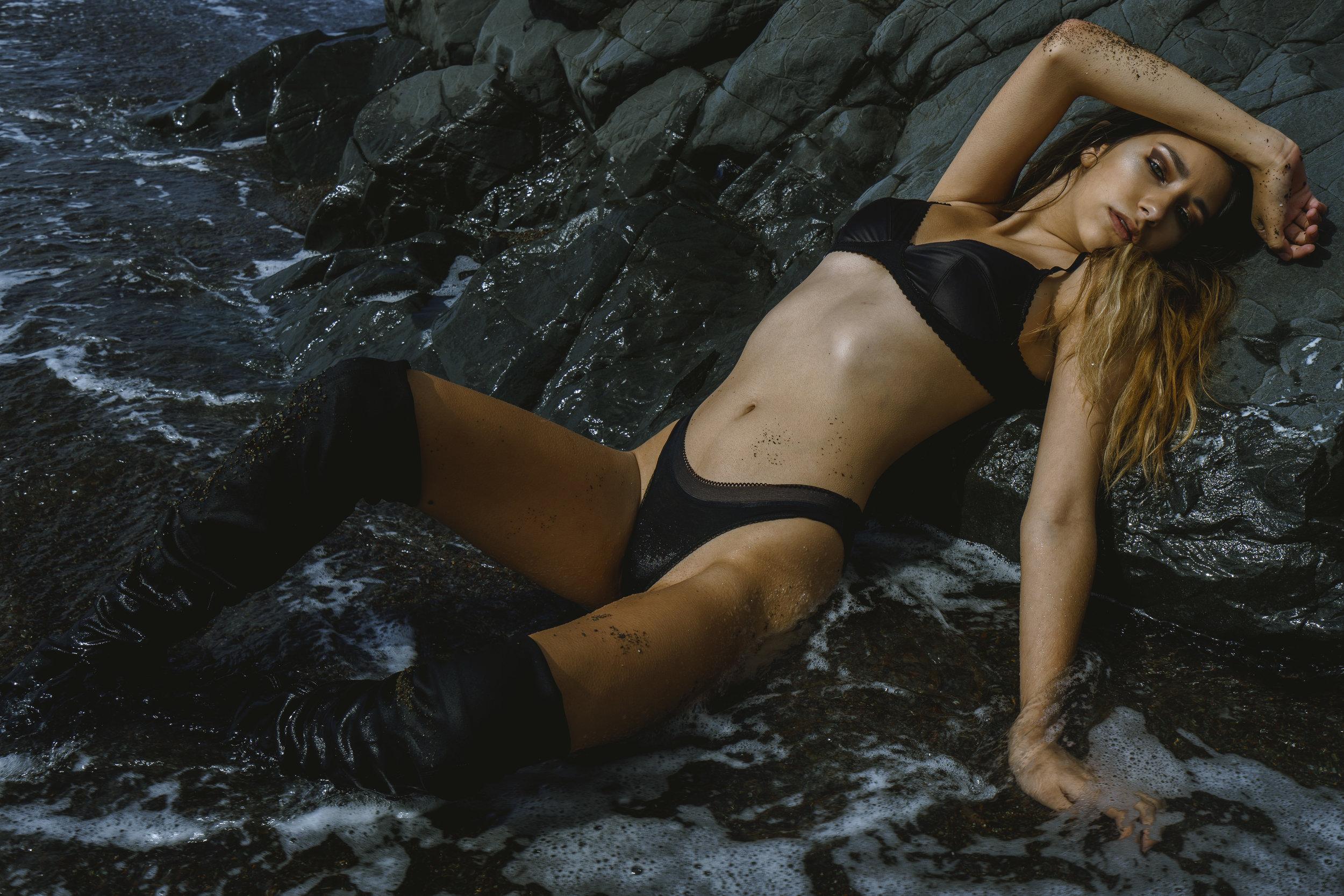 BLACK WAVE - Starring Gina Maria