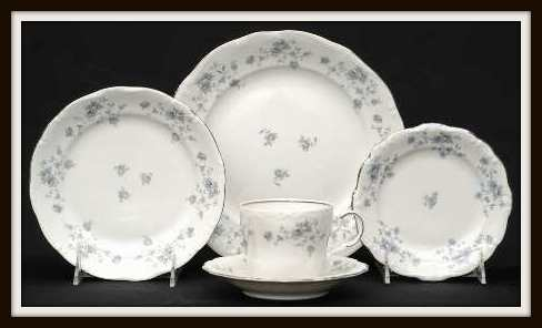 Blue Garland by Haviland 5 Piece Place Setting with PlatinumTrim