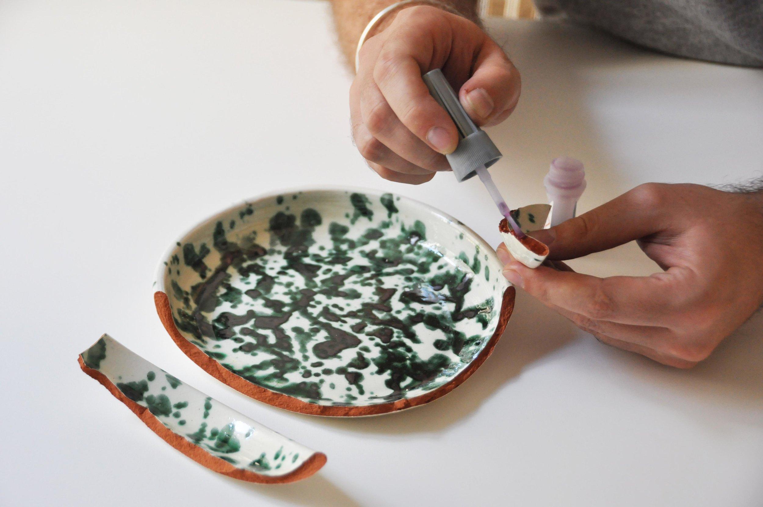 Etape 2 : Recoller les morceaux avec une colle extra forte pour céramique