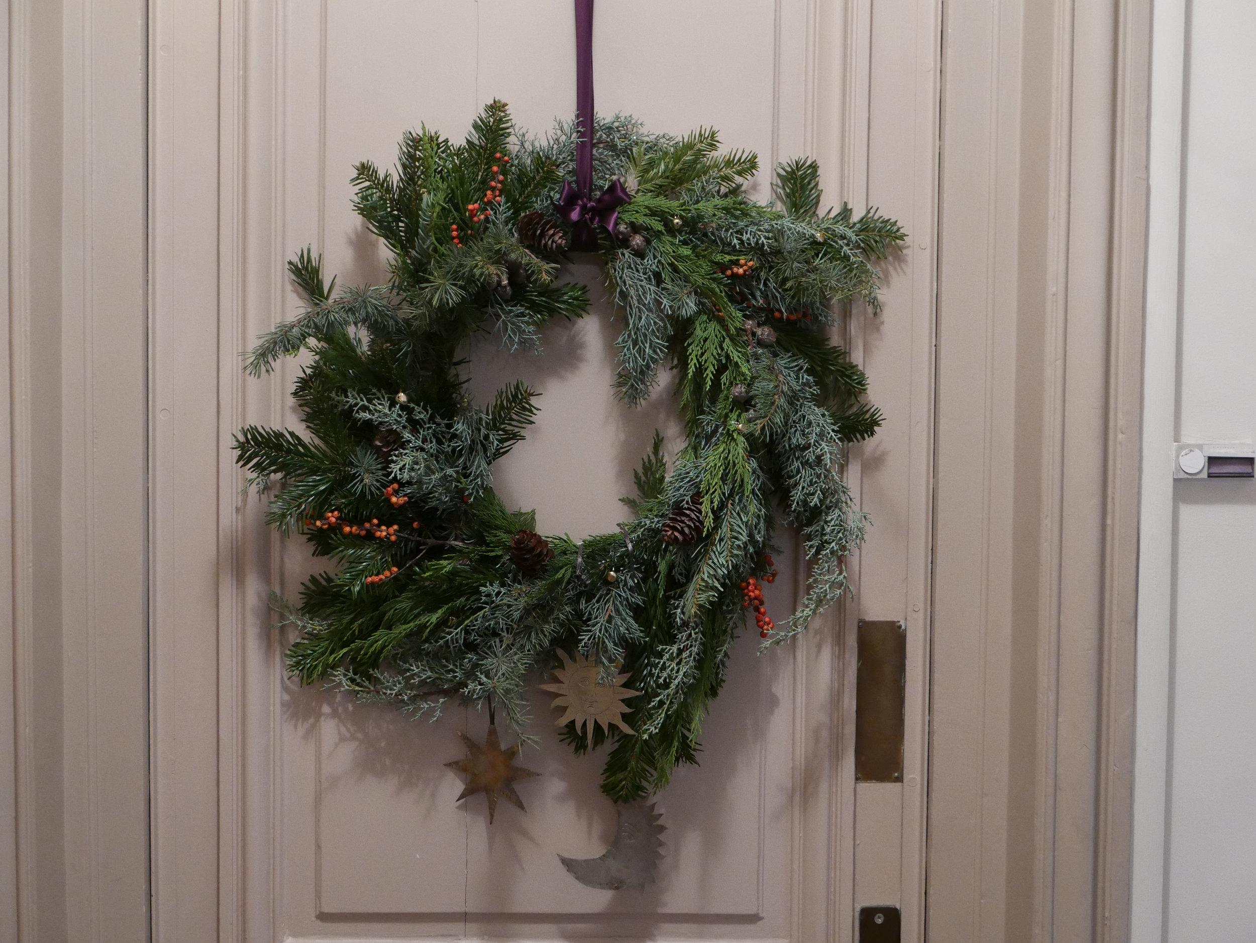 Une jolie couronne de Noël pour accueillir vos convives par Datcha