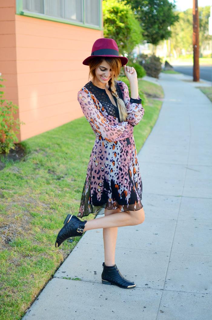 maroon fedora hat