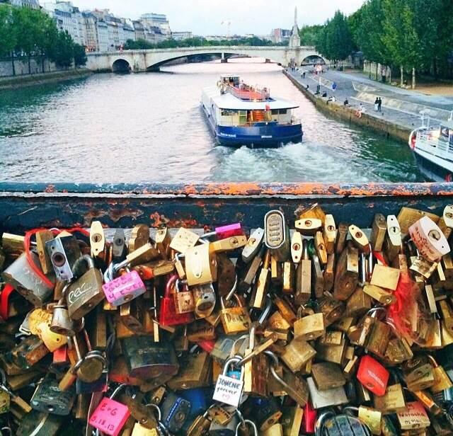 Loves Lock Bridge, Paris