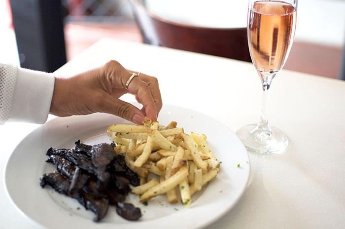 l'assiette steak and fries