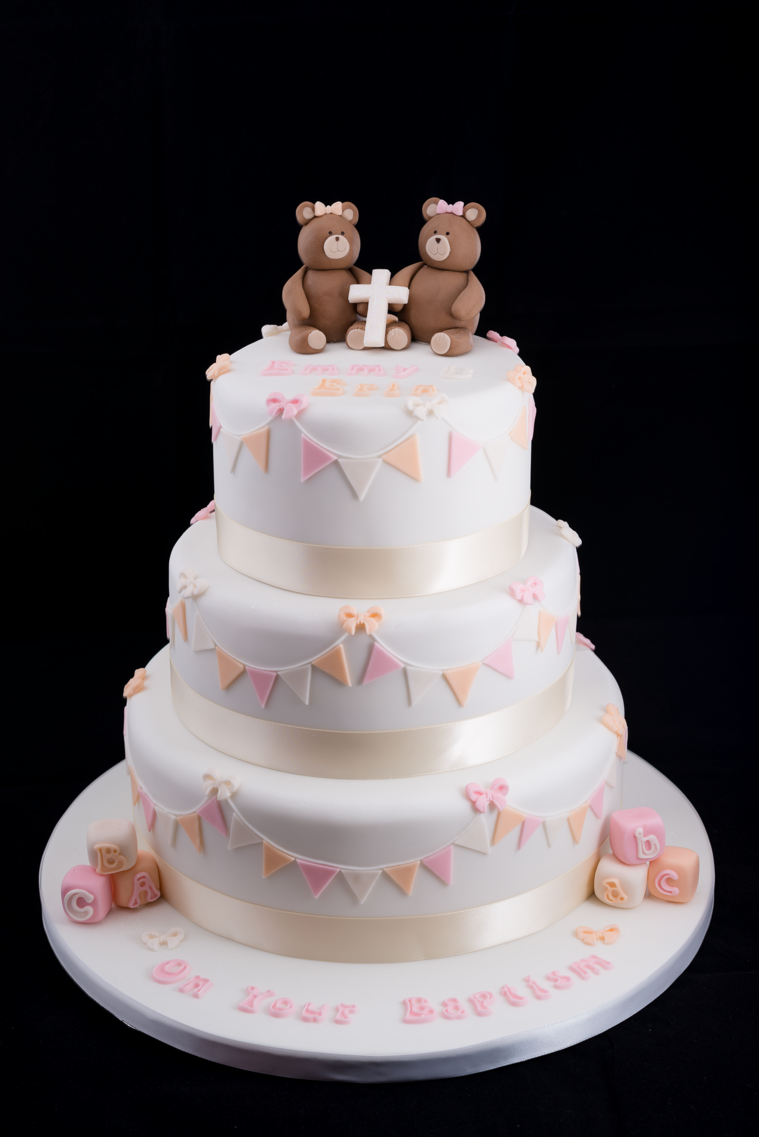 Three tiers and two bears to celebrate your baptism