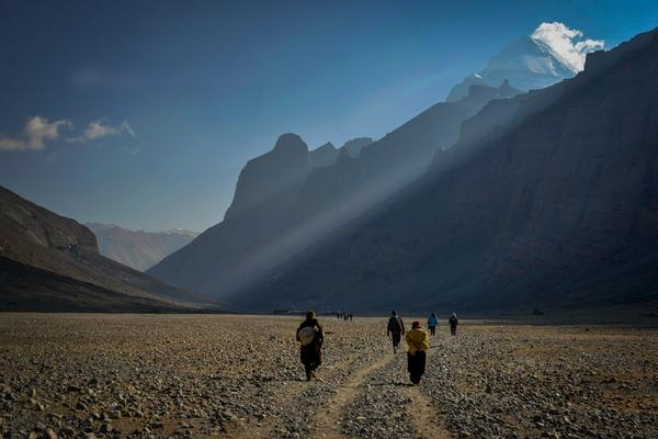 Walking the Kora around Mt Kailash