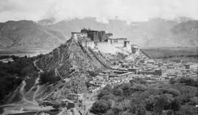 The Potala Palace in Lhasa taken by F. M. Bailey on the Younghusband Mission to Tibet, 1903–4. The British Library, Neg 1083/14(336)