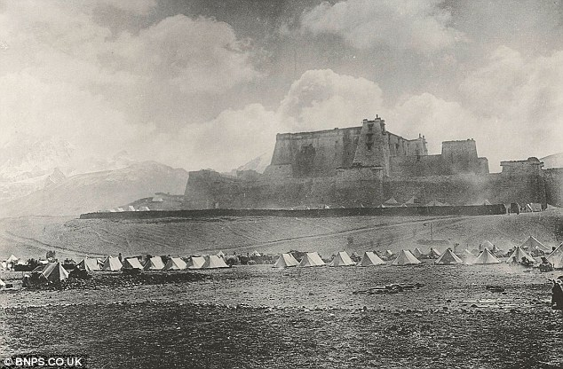 Expeditionary force camped under the Phari Jung fortress.- photograph by John Claude White
