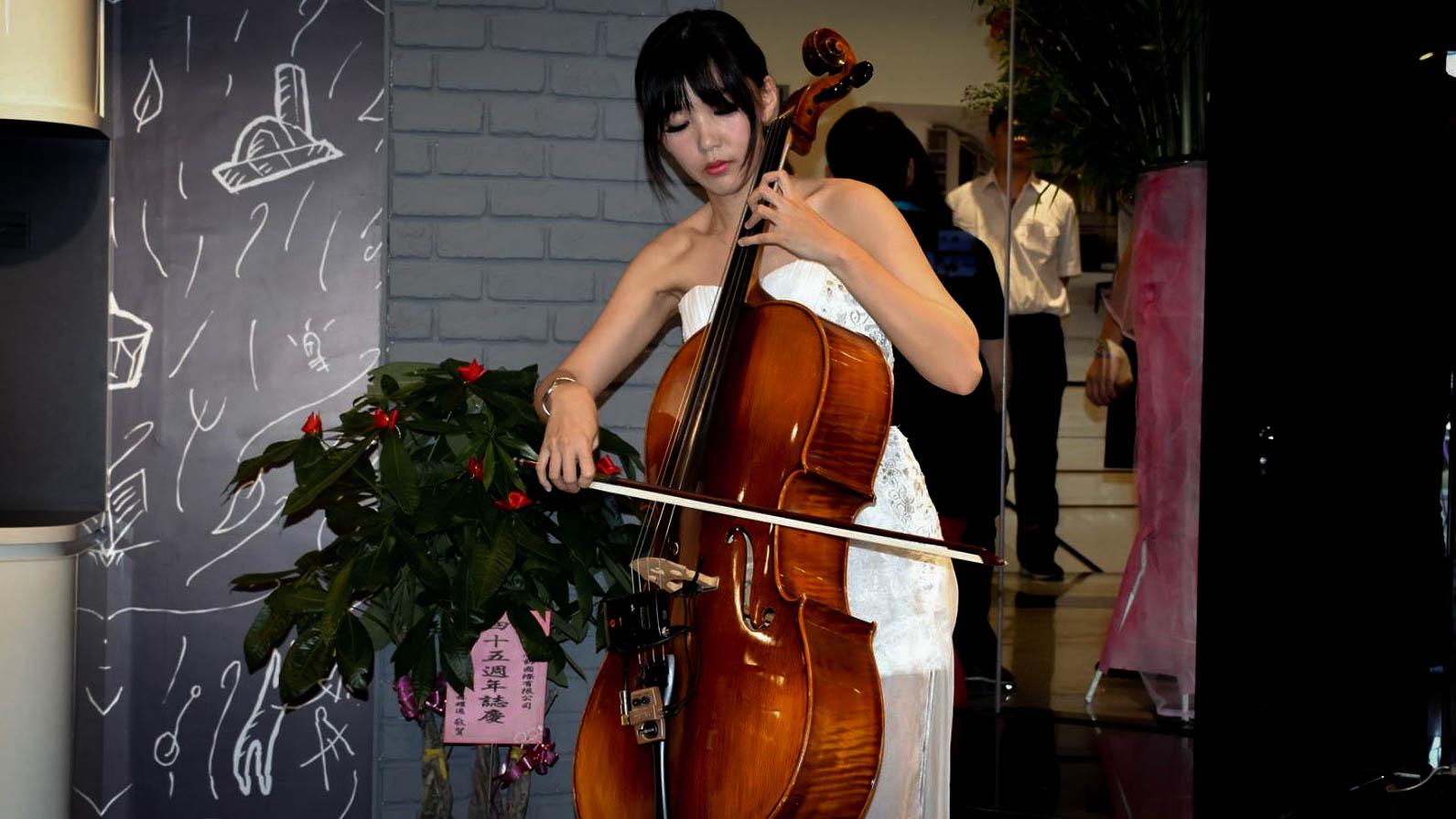 Cello :大提琴