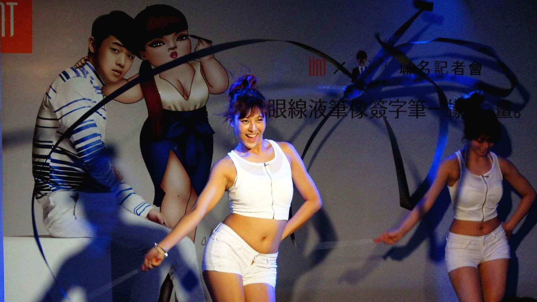 Ribbon dance :彩帶舞