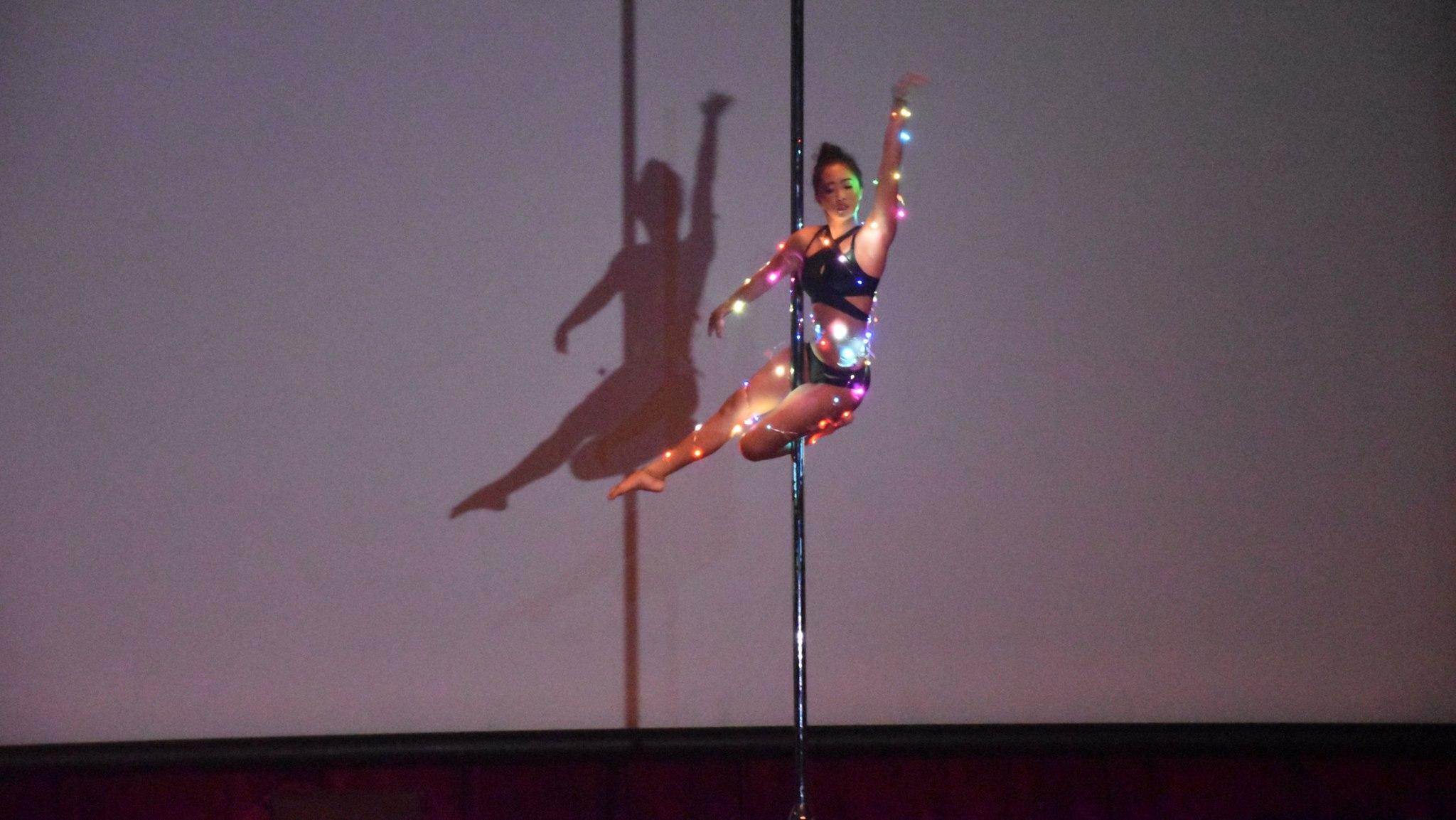 Pole Dancer : 鋼管舞