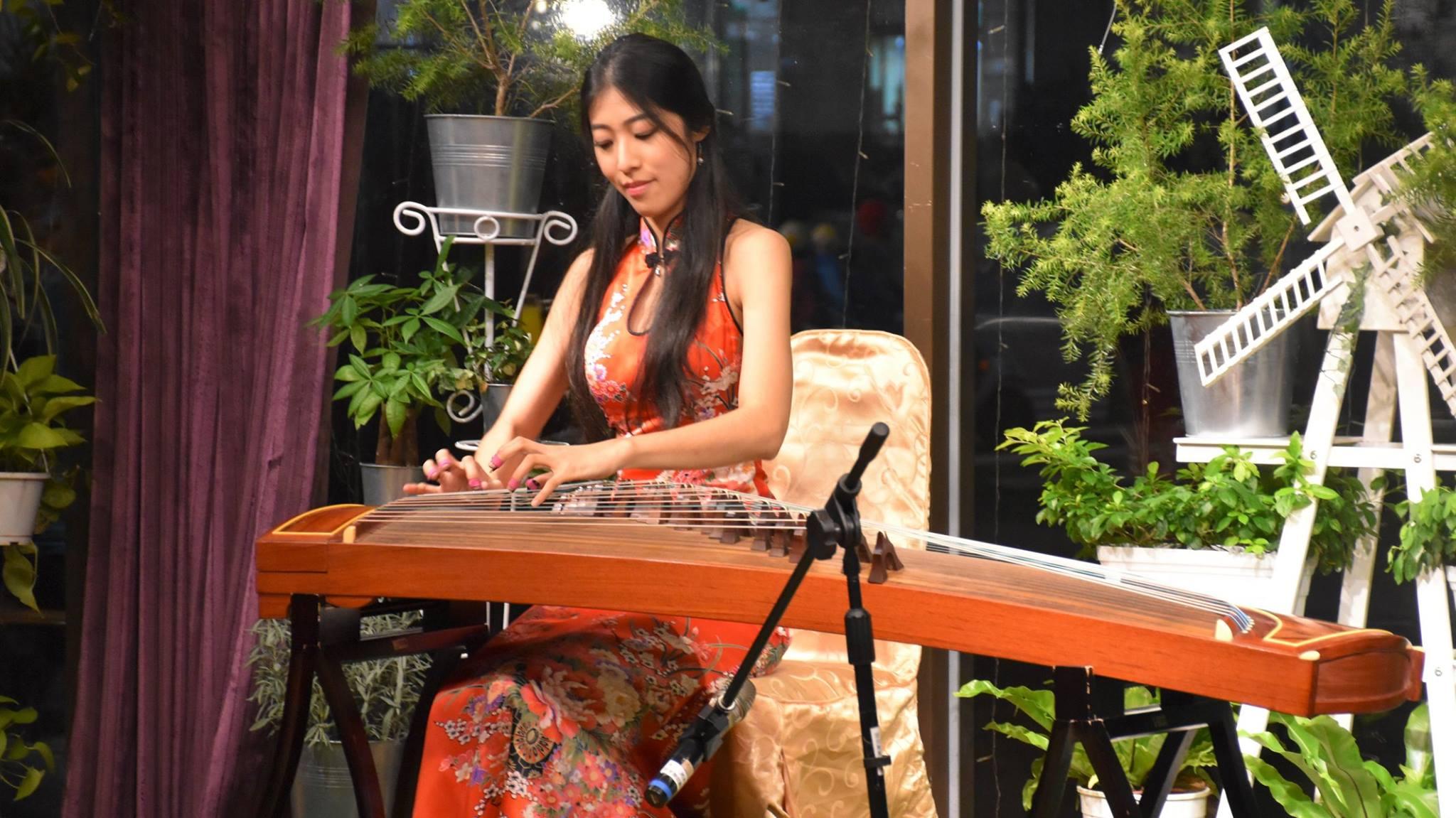 Guzheng:古箏