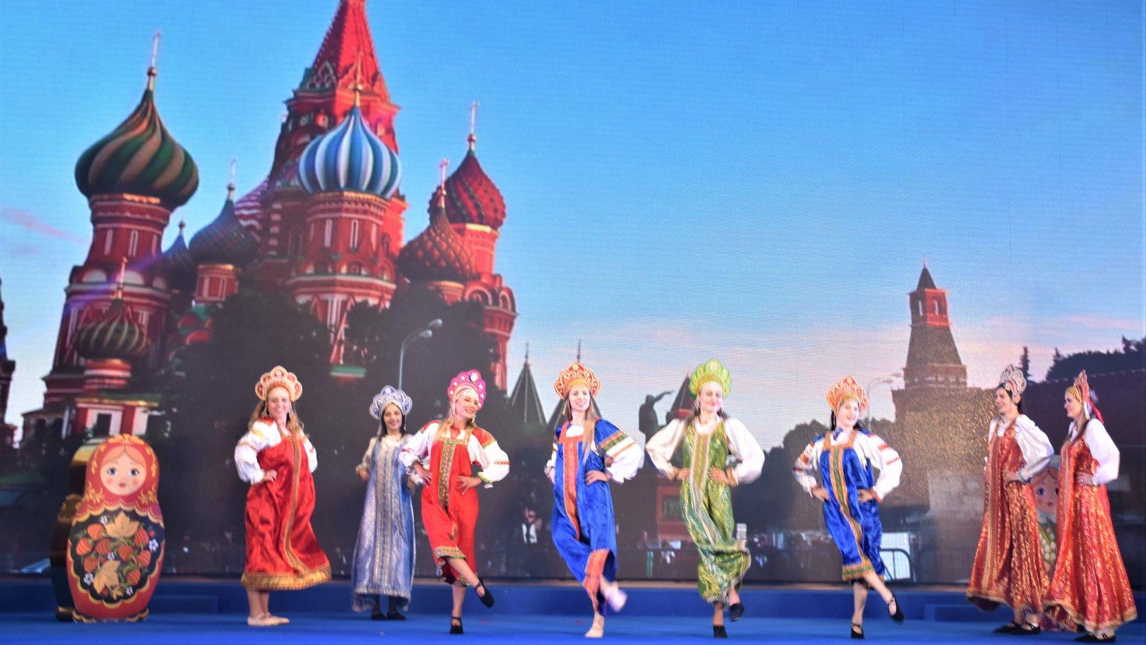 Russian Folk Dance : 俄羅斯傳統舞蹈