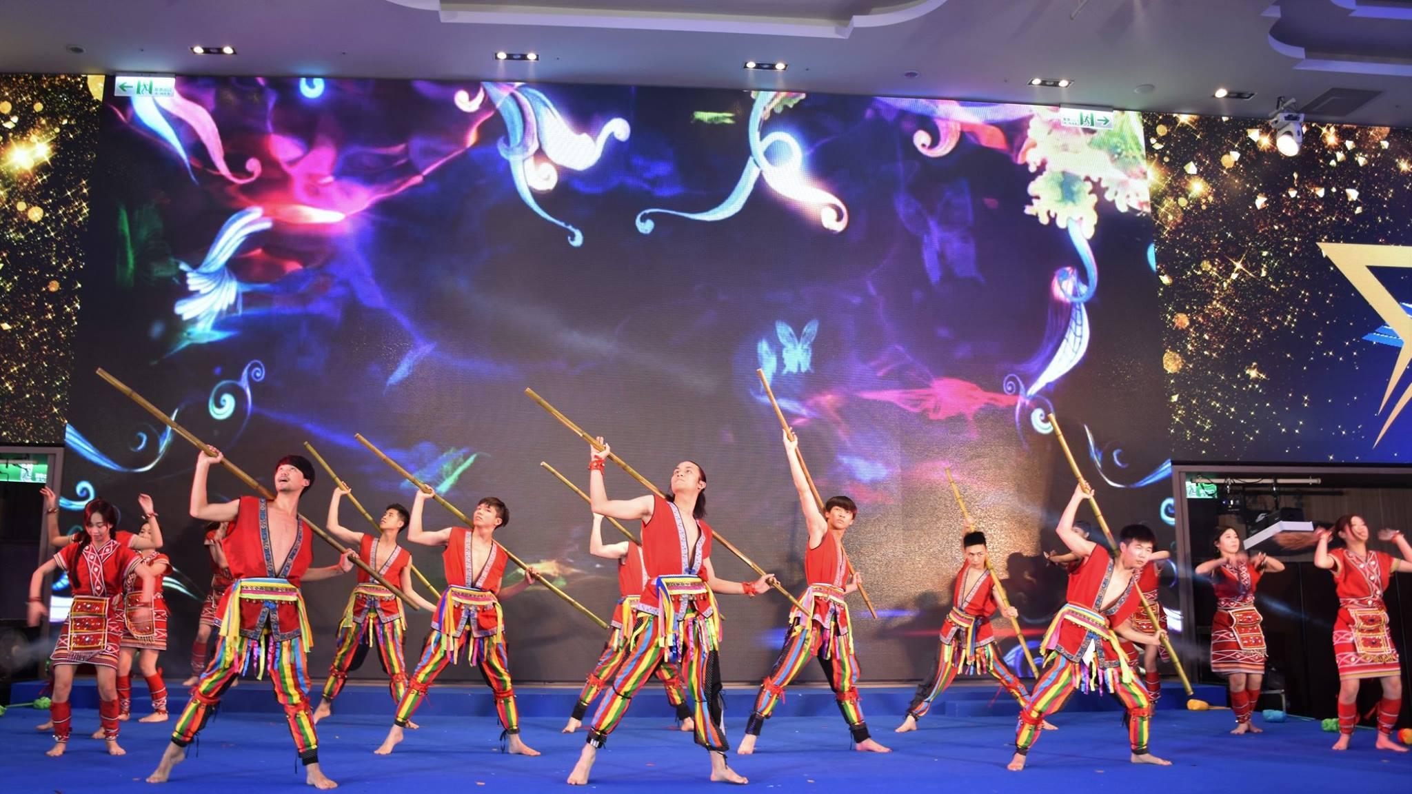 Taiwan traditional dance: 竹竿舞
