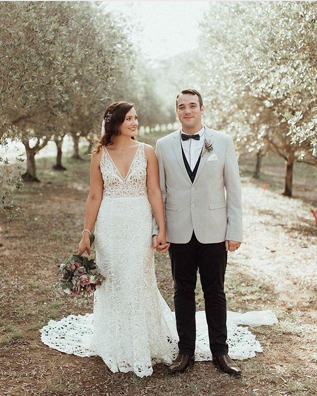 Smitten 😍 // @laurenannephotography @wandinweddings @whitehairandmakeup @lilygrace.bridal