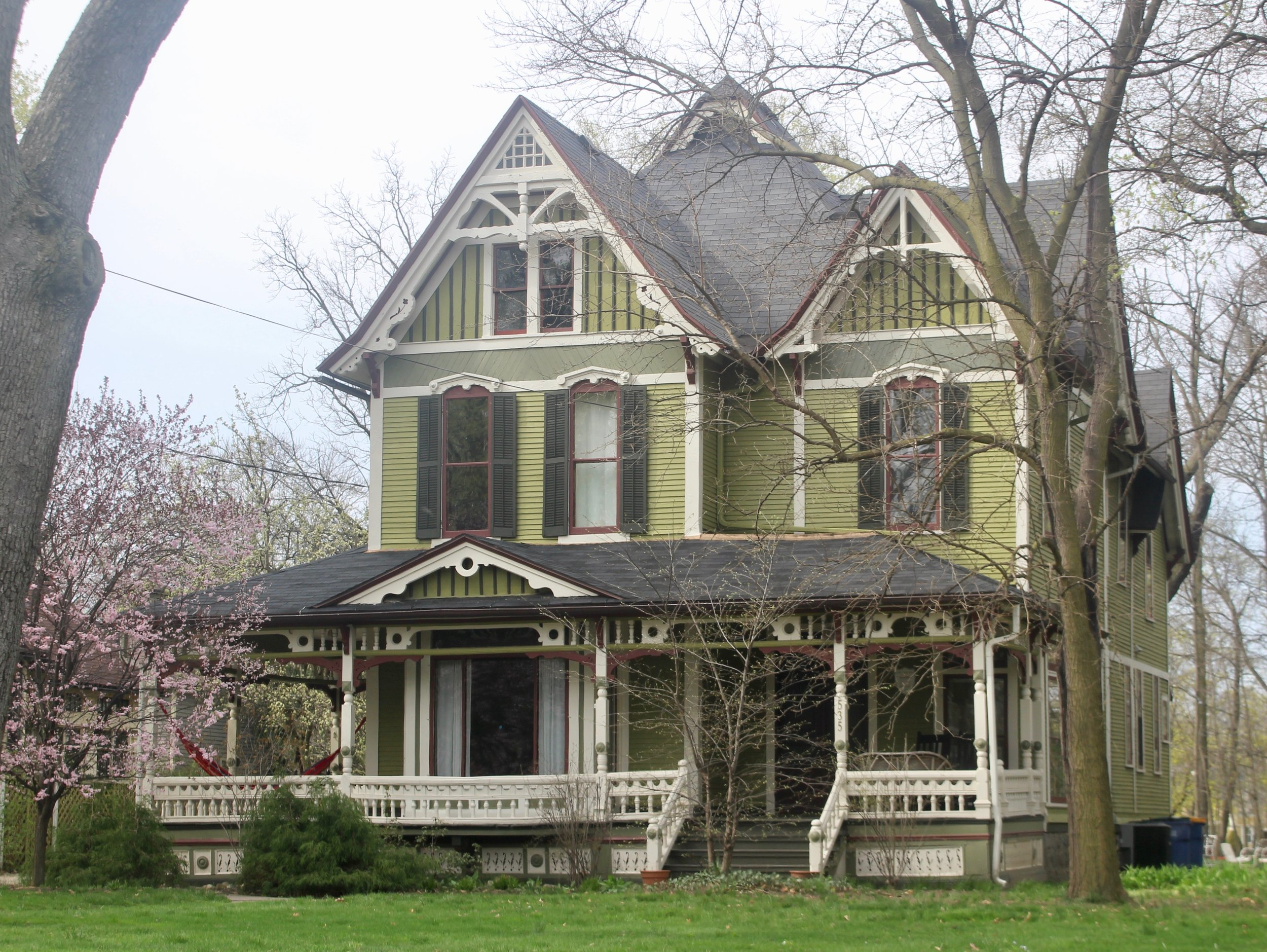 535 FOUNTAIN NE   THE DAVIS HOUSE