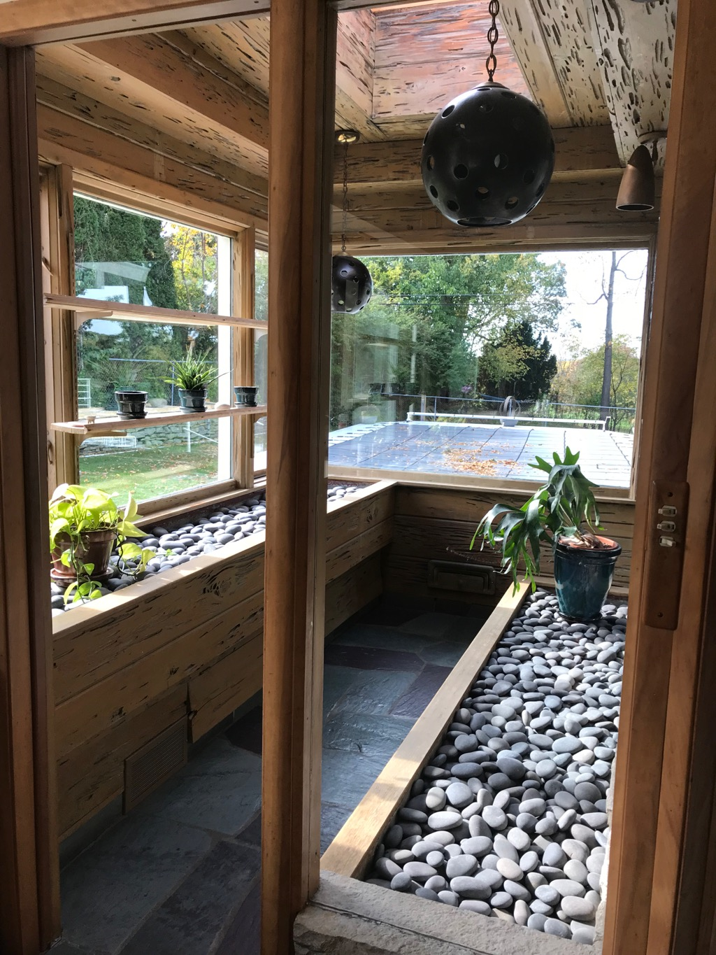 GREENHOUSE AND PLANTER