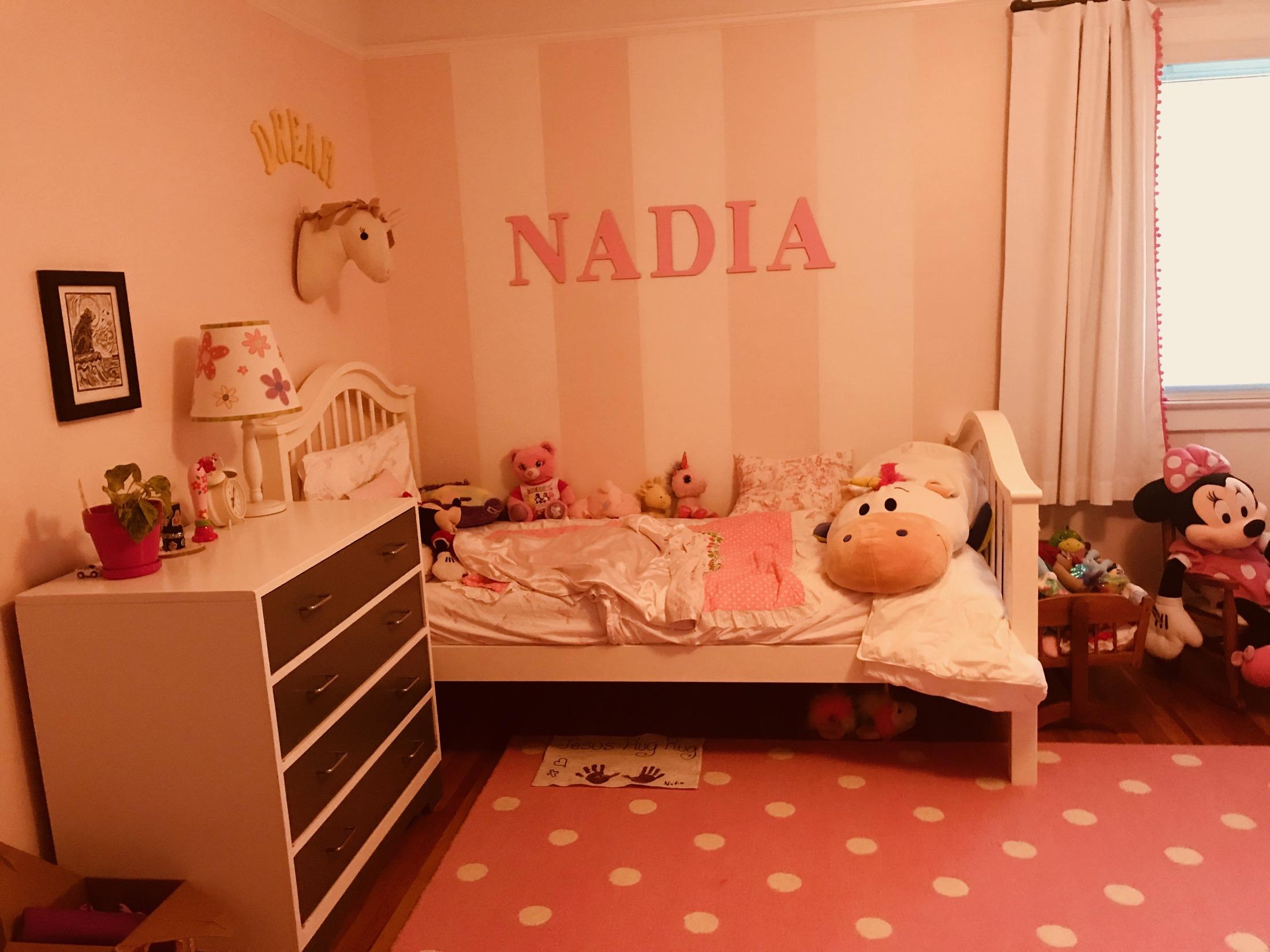 IMPORT 864 CADILLAC NADIA' S ROOM.jpg
