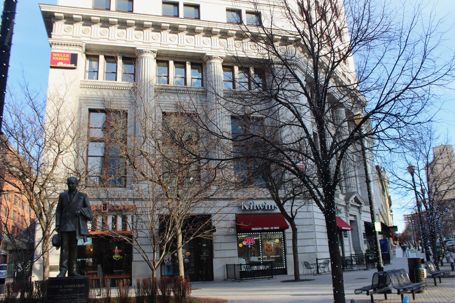 Original portion of the Grand Rapids National Bank on Monroe Center built in 1914. McKay Tower addition shown below.