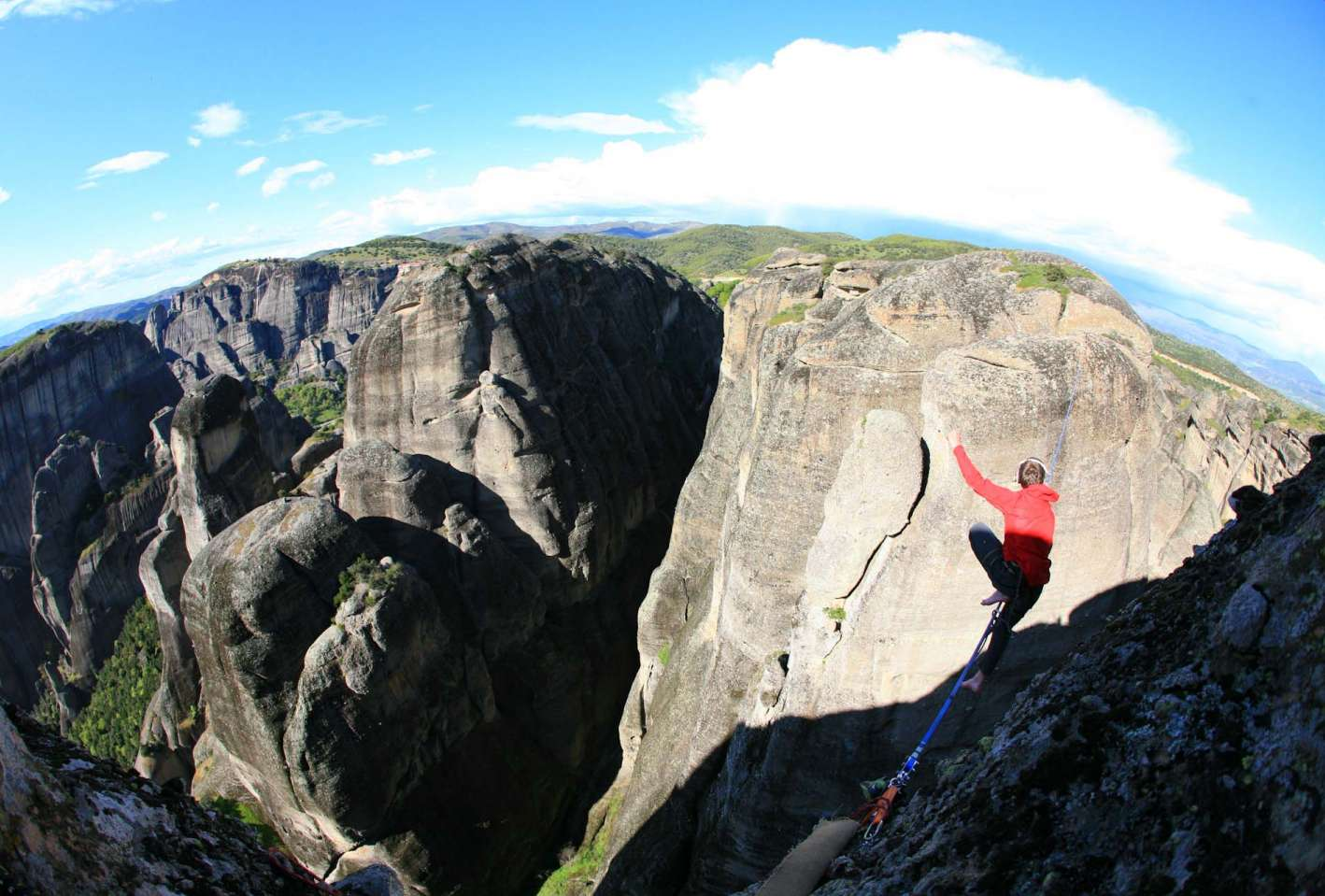 """Highline """"For your eyes only"""" 42m lang und 200m hoch"""
