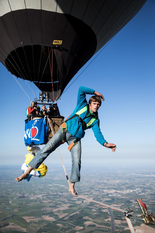 Ballon Highline Spanien Niklas Laspesch hoch-2.jpg