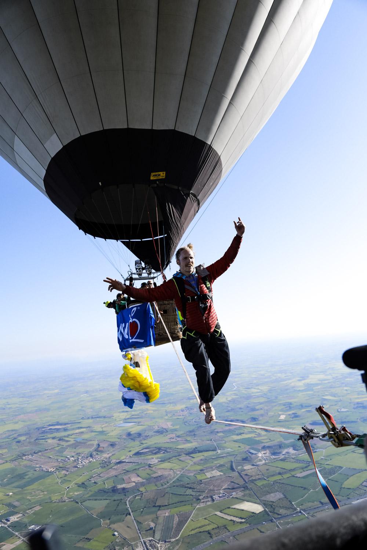 Ballon Highline Spanien Niklas Laspesch hoch-5.jpg