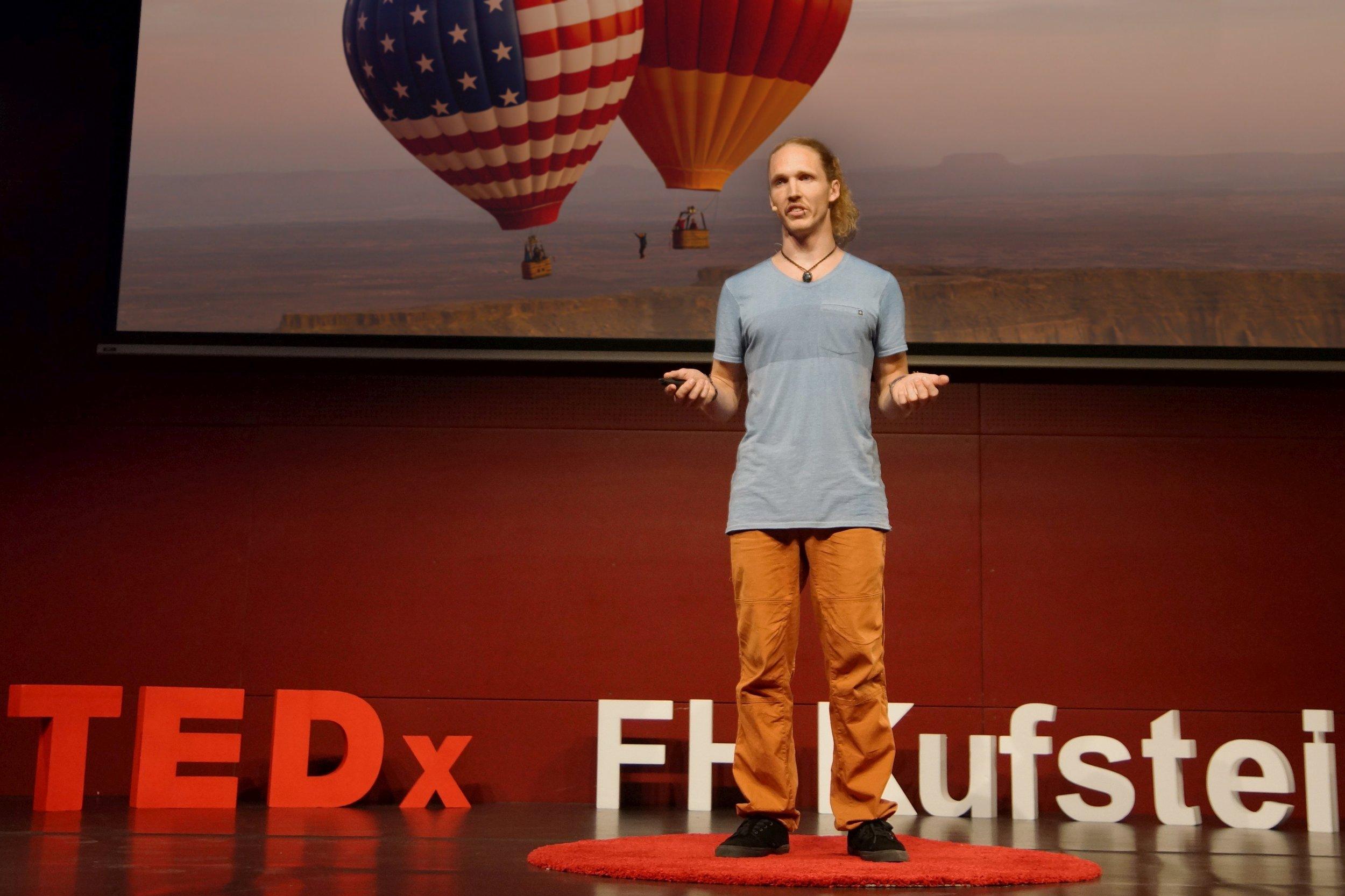 Niklas Winter TEDx Vortrag an der Fachochschule Kufstein 2019.jpg