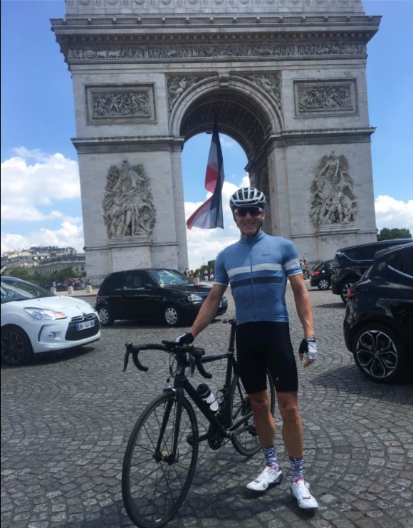 Graham dodging the cars Around a famous landmark...Kudos earnt!