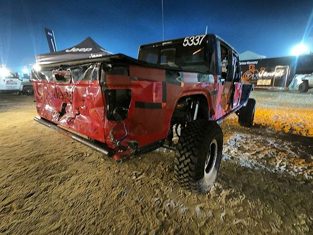 The @savvyoffroad @jeep @ultra4racing Gladiator build sitting in Hammer Town last week