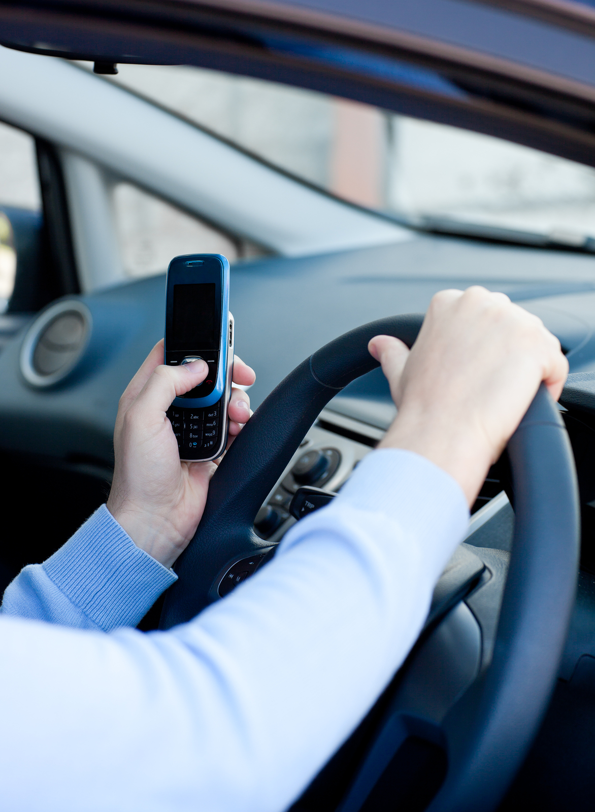 New-Dangers-of-Using-Smartphones-While-Driving.jpg