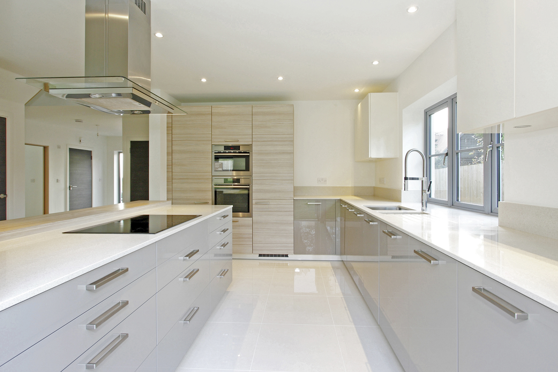 Beautiful handmade kitchen, including Silestone worktops and porcelain tile flooring. Kitchen integrates Neff appliances and instant boil tap.